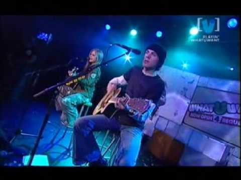 Avril Lavigne - Take Me Away live acoustic